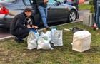 У київському фастфуді затримали чоловіка з 20 кг наркотиків