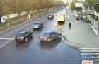У Житомирі легковик збив людину на зупинці