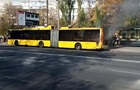 На зупинці в Києві згорів тролейбус