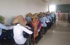 В Индии студенты сдавали экзамен с коробками на головах