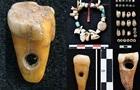 Знайдено прикраси з людських зубів