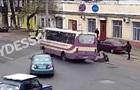 В Одессе пассажирка выпала из маршрутки: появилось видео