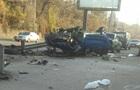 У Києві Porsche перелетів через відбійник і впав на дах