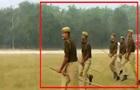 В Індії кінним поліцейським видали палиці замість коней