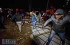 Протестанти в Києві знесли паркан на місці будівництва багатоповерхівки