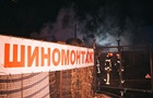 У Києві на Подолі згоріла СТО, пошкоджено автомобілі