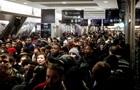 Массовые забастовки парализовали Францию