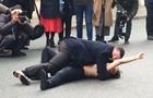 Активістки Femen провели акцію в Парижі