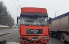 У Києві фура наздогнала маршрутку, є постраждалі