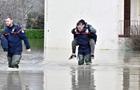Непогода во Франции: обесточены тысячи домов, есть жертвы