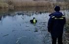 Під Києвом з озера дістали два трупи