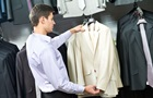 В Іспанії почали брати гроші за примірку одягу