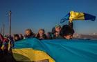 В Киеве  живая цепь  соединила береги Днепра