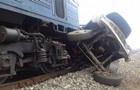 На Закарпатье пассажирский поезд протаранил грузовик