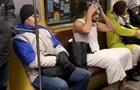Мужчина помыл голову в вагоне киевского метро