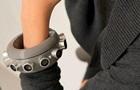 В США создали глушащий микрофоны браслет