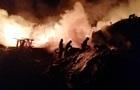 На Київщині згорів ангар деревообробного цеху