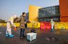 В Китае число жертв коронавируса превысило 2400