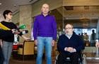 У Харкові Кернес і Ярославський роздають пенсіонерам пайки і аптечки