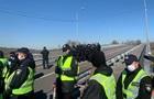 Активисты пытаются прорваться к спортплощадке Гидропарка Киева