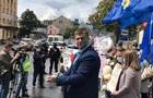 На митинге в Харькове облили зеленкой экс-депутата