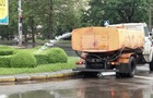 Під час дощу у Києві поливали клумби