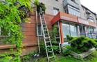 В Ровно 80-летняя женщина спускалась из квартиры по веревке