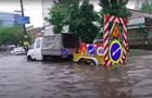 Злива затопила Київ: на дорогах затори