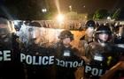 У Белого дома столкновения охраны с протестующими