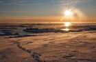 Украинские полярники показали яркие фото айсберга