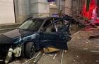 В Киеве автомобиль на скорости протаранил киоски