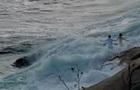 У США хвиля змила молодят в океан