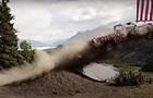 Жители Аляски на День независимости США сбрасывали авто с обрыва
