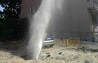 В Киеве авария на магистральном водопроводе, фонтан бьет до девятого этажа