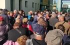 Венгрия закрывает границу, на КПП огромные очереди
