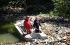 На одной из рек Закарпатья образовалась мусорная пробка