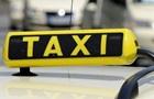 На Донбасі таксист у багажнику привіз на мийку бомжа