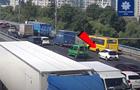 В Киеве у маршрутки на мосту отвалились колеса