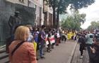 В Киеве у посольства Беларуси активисты перекрыли дорогу