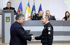 Аваков за Зеленського роздав 335 одиниць нагородної зброї
