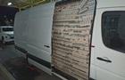 Пограничники задержали псевдодипломата с микроавтобусом сигарет