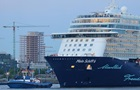Круїзний лайнер перервав тур біля берегів Греції через коронавірус