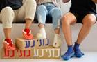 Показана обувь с насадками для тампонов и спичек