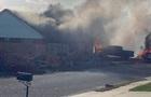 В США военный самолет упал на жилые дома, две жертвы