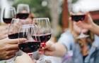 Через помилку, парі, яка замовила дешеве вино, подали вино за $2 тисячі