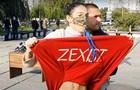 Активістка Femen оголилася перед Зеленським біля виборчої дільниці