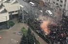 В Киеве у здания КСУ собираются протестующие
