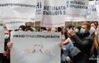 Депутаты просят КСУ отменить запреты на выходных