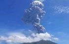 Потужне виверження вулкана в Індонезії: відео