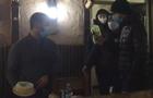 У Запоріжжі кинули торт в обличчя активіста карантину